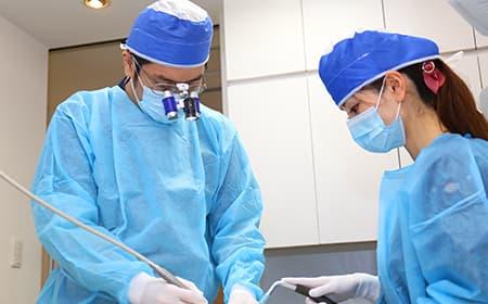 インプラント治療の実績豊富な歯科医師が担当
