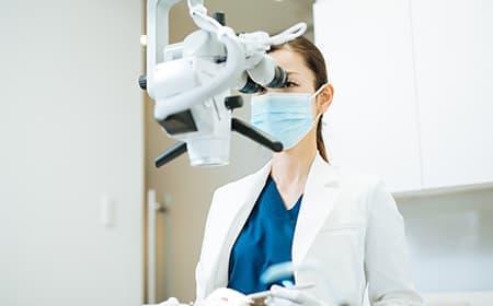 適切な環境下で、マイクロスコープに精通した歯科医師が行う精密治療