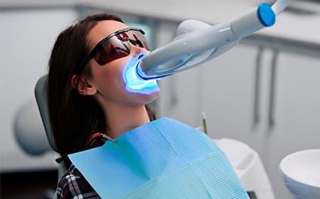 三好歯科 自由が丘のホワイトニングの施術イメージ